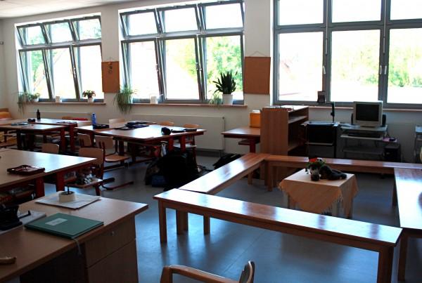 Bänke für sitzkreis grundschule  Grundschule am Schloss Ahrensburg - Moderne Unterrichtsräume